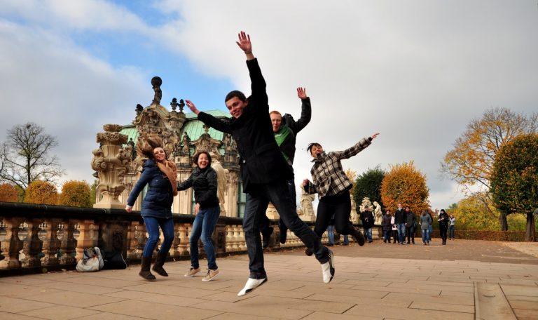 Sprung Dom Generation 2012